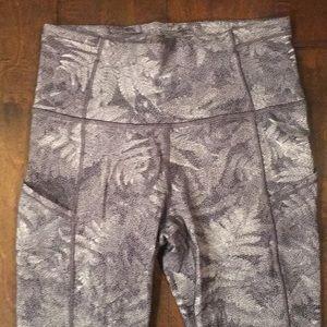 lululemon athletica Pants - 🌹Nwot lulu 3/4 length leggings ❤️😍